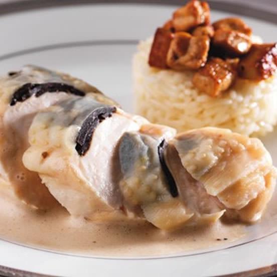 Suprême de pintade, foie gras et truffe au pinot gris